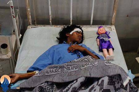 کودک آسیب دیده در حادثه روز جمعه شهر بمبئی