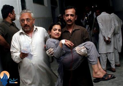 کشته و زخمی شدن دهها تن براثر انفجار یک بمب در مرکز شهر پیشاور پاکستان