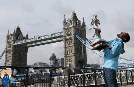 شادی دونده اتیوپیایی بعد از قهرمانی در دو ماراتن لندن