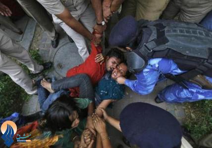 ادامه تظاهرات خشونت بار مردم هند نسبت به تجاوز به یک دختر 5ساله _ دهلی نو
