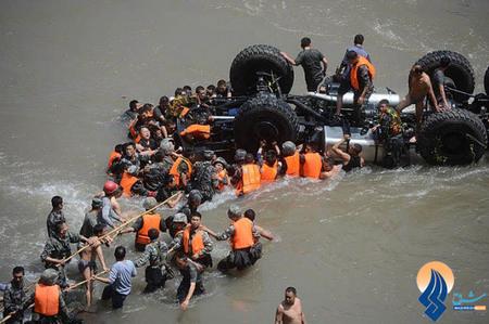 سقوط یک کامیون حامل 17 سرباز ارتش به رودخانه _ چین