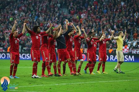تشکر بازیکنان بایرن بعد از پیروزی 4 بر صفر برابر بارسا از حمایت طرفدارانشان