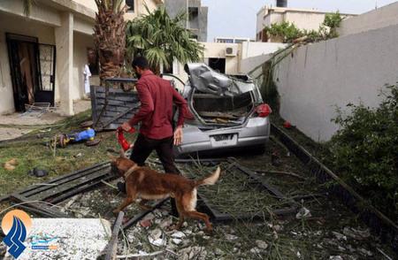 انفجار یک بمب در مقابل سفارت فرانسه در طرابلس و زخمی شدن 2 سرباز نگهبان سفارت _ لیبی