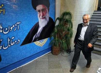 حضور داوود احمدی نژاد در محل ثبت نام نامزدهای انتخابات ریاست جمهوری در وزارت کشور