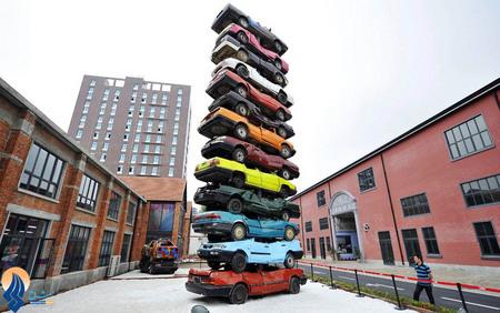ساخت مجسمهای با 13 خودرو توسط هنرمند چینی در پارک موزه فرهنگ وخلاقیت شهر ووهان _ چین