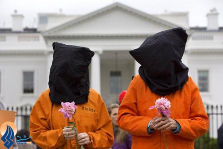 تظاهرات مردمی مقابل کاخ سفید که خواستار تعطیل شدن زندان گوانتانامو بودند.
