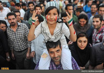 عکسهای شادی و پایکوبی مردم تهران برای برد تیم ملی فوتبال