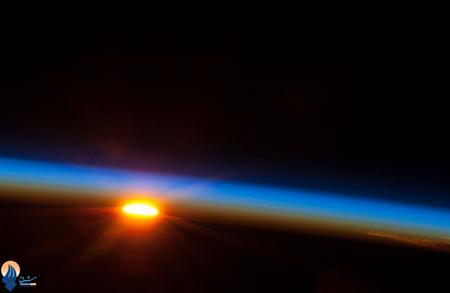 طلوع خورشید در جنوب اقیانوس آرام