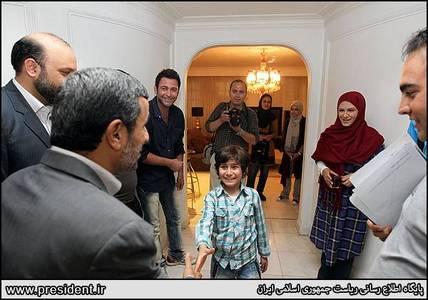 حضور سرزده احمدینژاد در محل ساخت سریال «مادرانه»+عكس