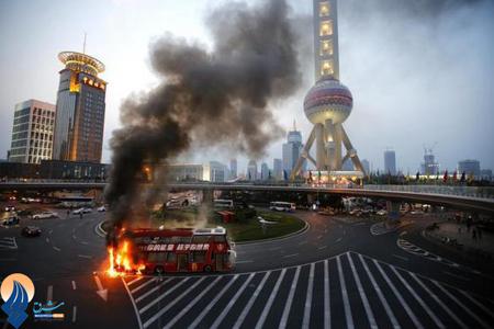 آتش گرفتن اتوبوس توریستی در شانگهای _ چین