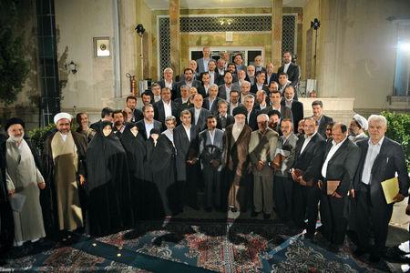 عکس یادگاری دولت محمود احمدینژاد با رهبر انقلاب