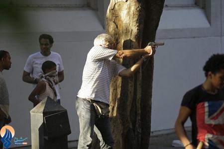 تیراندازی یکی از حامیان مرسی با اسلحه کلت به سربازان ارتش مصر