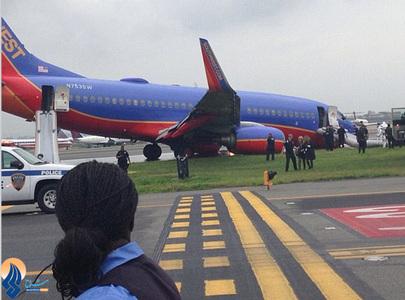 فرود اضطراری بوئینگ 737 آمریکایی در فرودگاه لاگاردیا نیویورک