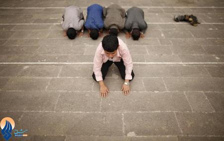 نماز و نیایش کودکان یمنی در ماه رمضان _ مسجد اعظم صنعا