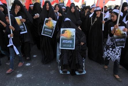 مراسم تشییع پیکر جوان بحرینی که به دست ماموران آل خلیفه کشته شد