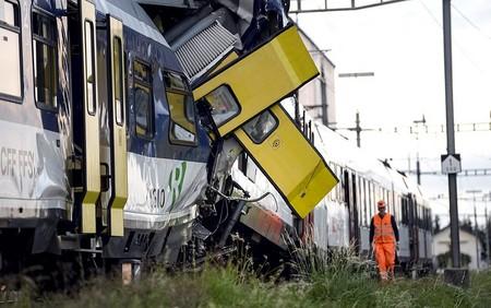 1 کشته براثر برخورد 2 قطار مسافری در سوئیس