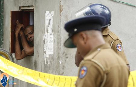 دستگیری یکی از اوباشی که به مسلمانان داخل یک مسجد در شهر کلمبو حمله و تعدادی را نیز به شدت زخمی کردند _ سریلانکا