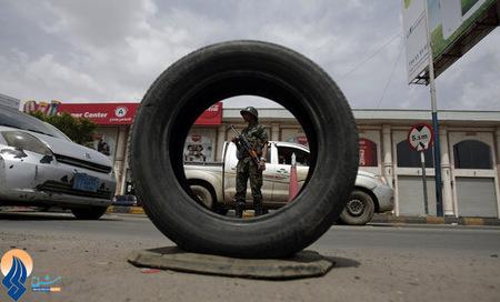 کنترل عبور و مرور توسط نیروهای نظامی در صنعا _ یمن