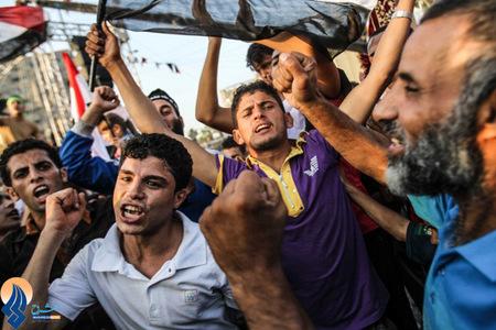اعتراض حامیان مرسی نسبت به تمدید زمان بازداشت محمد مرسی _ قاهره