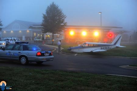 فرود اضطراری یک هواپیمای شخصی در حاشیه فرودگاه اورلاندو _ آمریکا