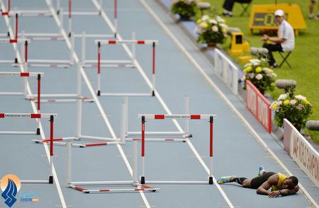 مصدومیت دونده جامائیکایی در جریان دو 110 متر با مانع _ مسکو