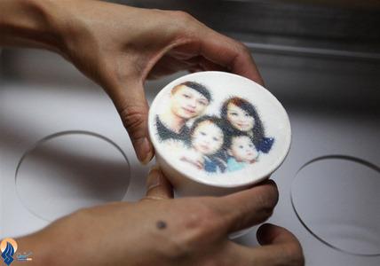 ابتکار یک کافه دار تایوانی در عرضه قهوه با عکس خود مشتریان روی قهوه