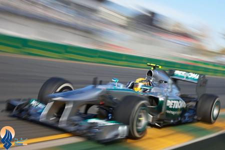 لوئیس همیلتون راننده تیم مرسدس در دور تمرینی فرمول1 ملبورن _ استرالیا