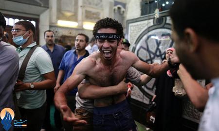 سوگواری برادر یکی از کشته شدههای درگیریهای قاهره