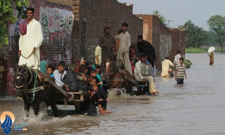 مشکلات عبور و مرور ناشی از سیل شهر لاهور _ پاکستان