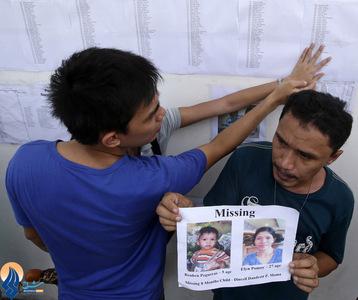 مردی که همسر و فرزند خود را در حادثه دریایی روز شنبه در فیلیپین از دست داد