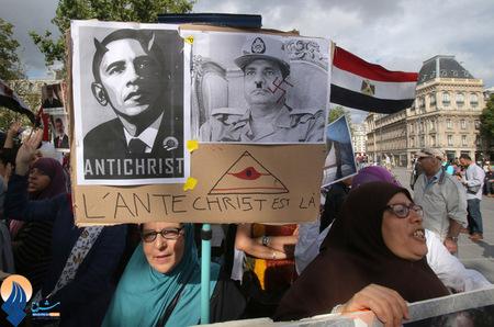 ادامه تظاهرات حامیان مرسی بدون درنظر گرفتن وضعیت حکومت نظامی در قاهره