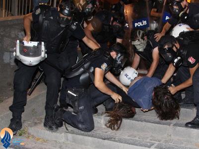دستگیری تظاهرکنندگان میدان تقسیم استانبول توسط پلیس- ترکیه