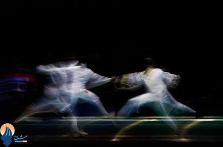 رقابت شمشیربازان چینی و سنگاپوری در مسابقات قهرمانی جوانان آسیا