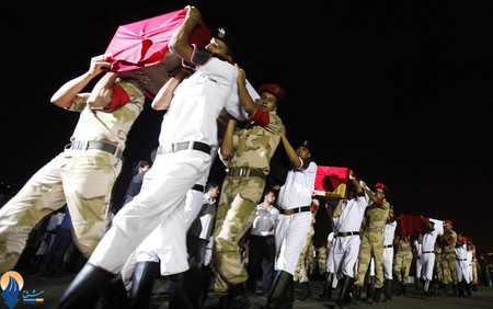 تشییع جنازه 25 سرباز ارتش مصر که در صحرای سینا کشته شدند