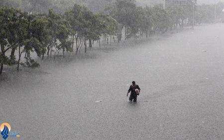 ادامه بارش شدید باران در مانیل _ فیلیپین