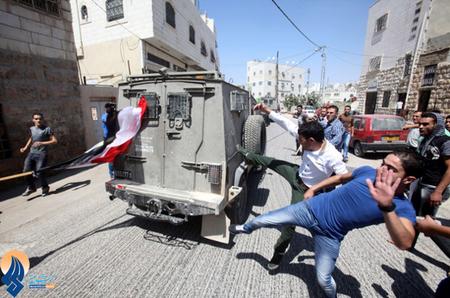 خشم جوانان فلسطینی حامی محمد مرسی،نسبت به مداخله رژیم صهیونیستی در امور مصر