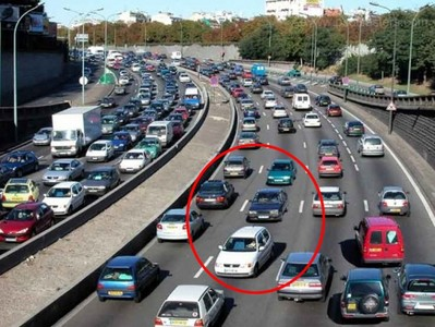 اشتباه و گاف بزرگ یک روزنامه فرانسوی برای بزرگنمایی معضل ترافیک در پاریس