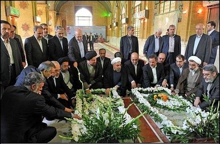 حضور روحانی و کابینه بر مزار شهدای دولت