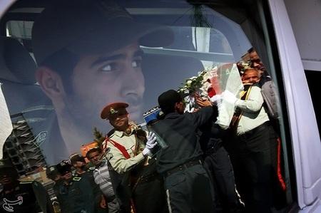 برگزاری تشییع پیکر سرباز شهید مهدی عوضپور که در منطقه مرزی جکیگور استان سیستان و بلوچستان در درگیری با اشرار مسلح به فیض شهادت نائل آمده بود، در مشهد مقدس