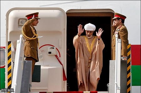 مراسم بدرقه سلطان قابوس پادشاه عمان صبح امروز سه شنبه در فرودگاه مهر آباد برگزار شد.