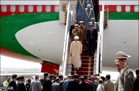 سلطان قابوس پادشاه عمان با استقبال وزیر امور خارجه کشورمان روز یکشنبه وارد فرودگاه مهر آباد تهران شد.