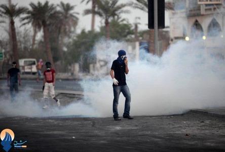 درگیری جوانان بحرینی با نیروهای آلخلیفه در خیابانهای منامه