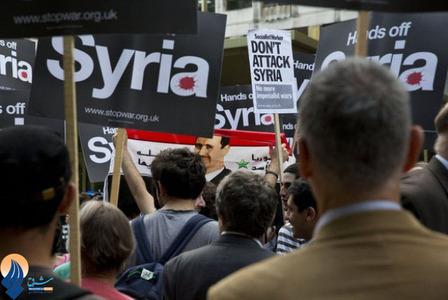 تظاهرات حامیان صلح و مخالفان جنگ مقابل سفارت آمریکا در لندن