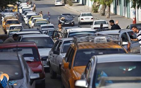 صف شلوغ بنزین در شهر غزه