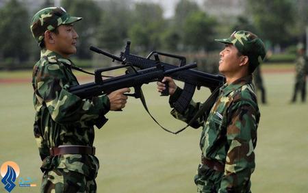 شوخی 2 سرباز چینی با اسلحههای اسباب بازی