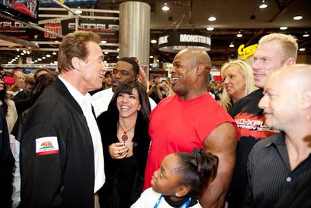 کلمن و دخترش در دیدار با آرنولد که دوستان صمیمی هستند
