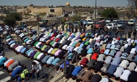 اقامه نماز جمعه فلسطینیان در مسجدالاقصی