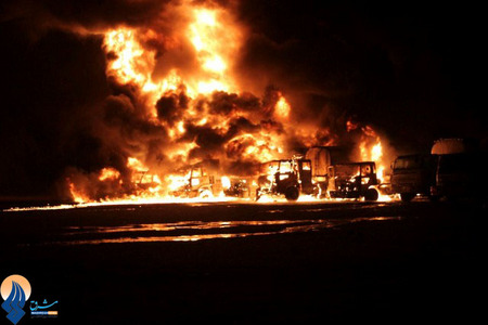 به آتش کشیدن یک نفتکش متعلق به نیروهای ناتو در شهر کراچی _ پاکستان