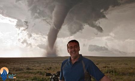 گرفتن عکس یادگاری در مقابل گردباد عظیم کلرادو _ آمریکا