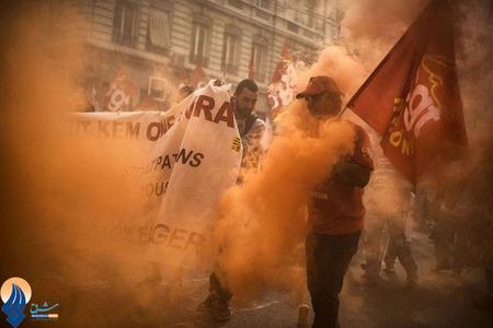 تظاهرات کارگران یک کارخانه شیمیایی نسبت به کاهش دستمزدهای خود در شهر لیون _ فرانسه